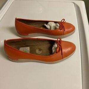 Size 8 orange Clark shoes